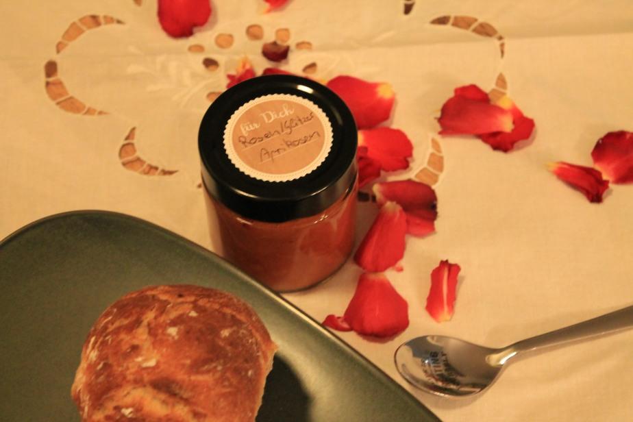 Aprikosen-Rosen-Glitzer Fruchtaufstrich