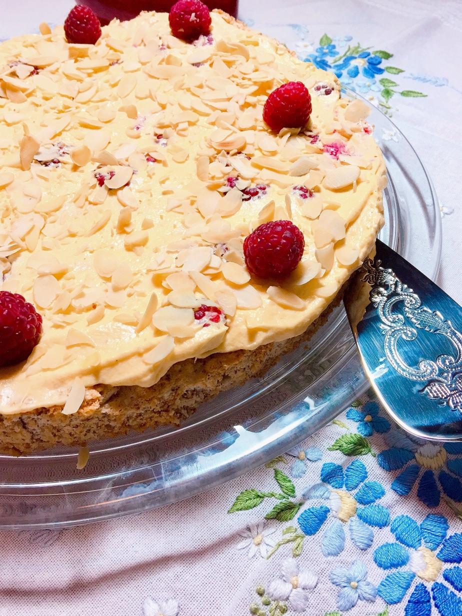 Schwedische Mandeln Torte mitHimbeeren