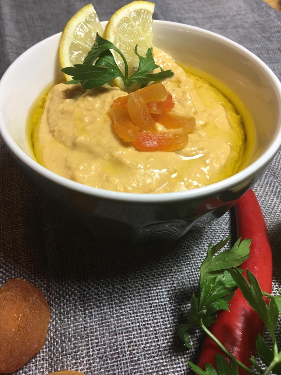 Hummus mit getrocknetenAprikosen
