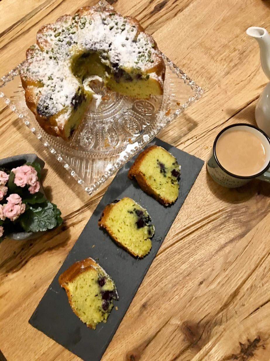 Heidelbeeren Eierlikör Kuchen mitPistazien