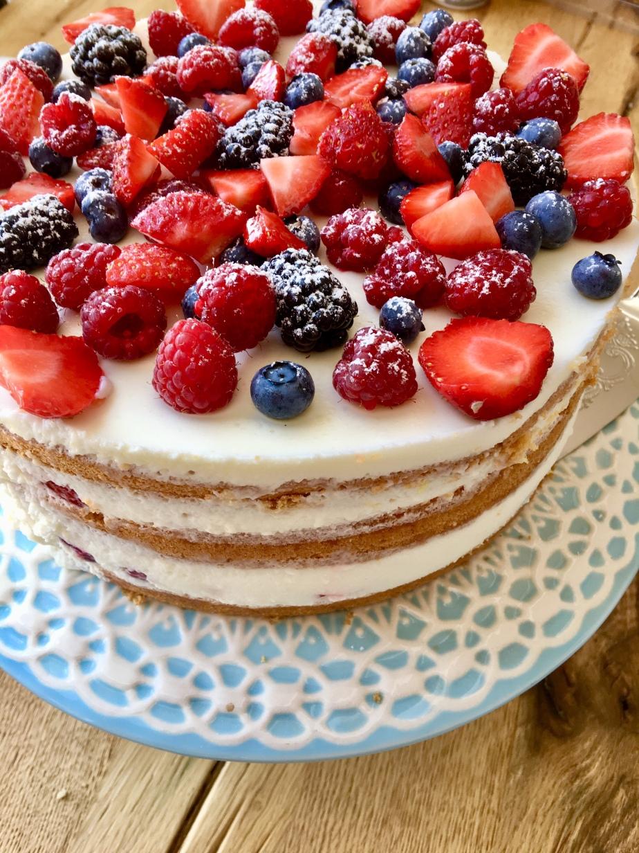 Beeren Buttermilch Torte